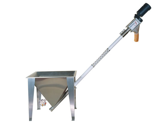 screw conveyor for transporting oil seeds